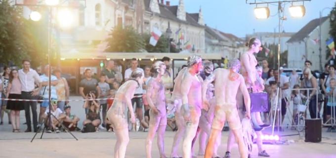 VIDEO: Spectacol teatral în centrul istoric al municipiului Turda