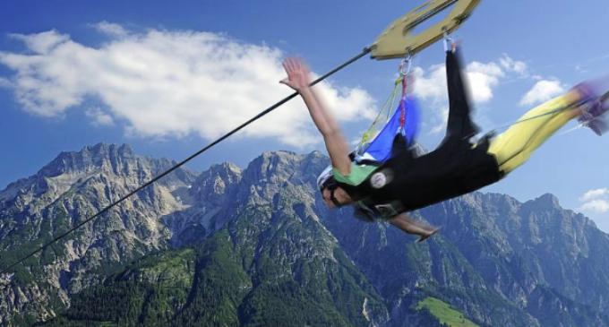 Adrenalină la maxim în Cheile Turzii: TIROLIANĂ!