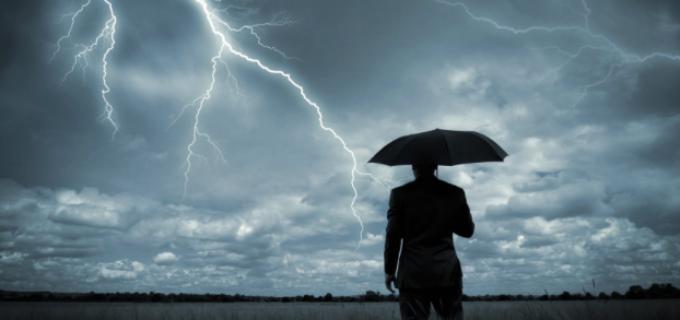 Cod Portocaliu pentru judetul Cluj: Frecvente descărcări electrice, ploi cu caracter de aversă