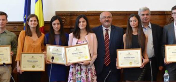 Prefectul judetului Cluj a premiat elevii care au obtinut media 10 la examenul de Bacalaureat