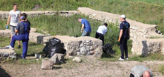 """Compania de Apă Arieș a participat la Campania de igienizare a Rezervaţiei Arheologice Castrul Legiunii V Macedonica de pe """"Dealul Cetăţii"""""""