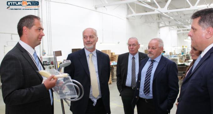 VIDEO/Foto: Ambasadorul Italiei, Marco Giungi, a vizitat compania OSMA PLAST din Turda