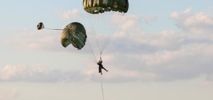 12 parașutiști americani răniti la Câmpia Turzii în cadrul exercitiului Swift Response 17-1
