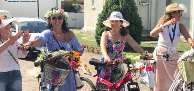 VIDEO/Foto: BICICLETE, FLORI și FETE – Zilele Municipiului Câmpia Turzii 2017