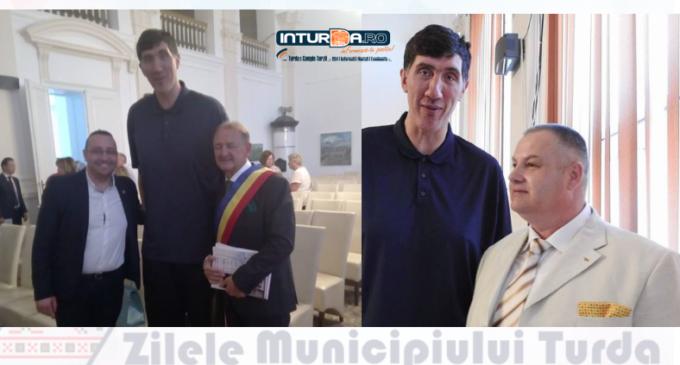 Ghită Mureșan, fost jucător în NBA, a fost prezent la deschiderea oficială a Zilelor Municipiului Turda