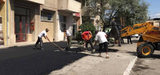 Primăria municipiului Câmpia Turzii continuă programul lucrărilor de modernizare a străzilor și a trotuarelor