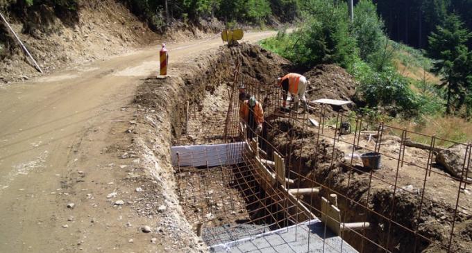Au demarat lucrările de asfaltare pe drumul județean ce leagă stațiunea Băișoara de pârtia de schi Buscat