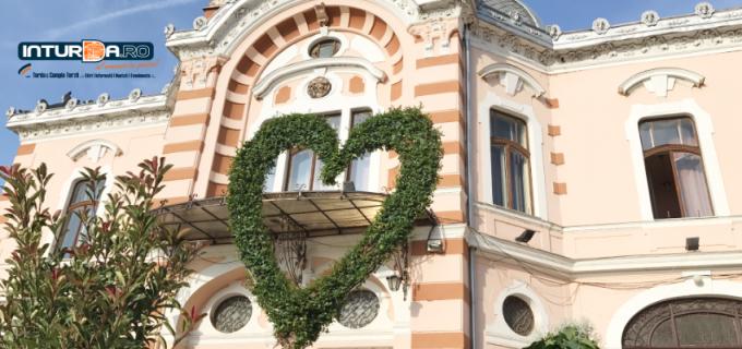 Astăzi, de Ziua Mondială a Teatrului, va invităm să va luați bilete la spectacolele Teatrului Aureliu Manea Turda la reducere pentru toată lumea și pentru toate vârstele