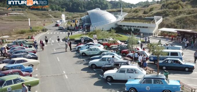 VIDEO: Retromobil Club România și Salina Turda au adus mașinile de epocă la Turda