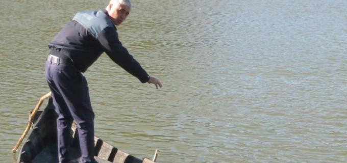 #PolițistulZilei – Un agent șef principal a salvat trei persoane de la înec!