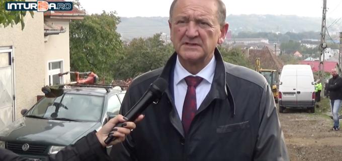 """Acțiune de salubrizare pe strada Cocoșului. Primarul Matei Cristian: """"Sunt puțin nemulțumit deoarece unii cetățeni așteaptă ca Primăria să facă curat peste tot, chiar și în fața propriilor locuințe!"""""""