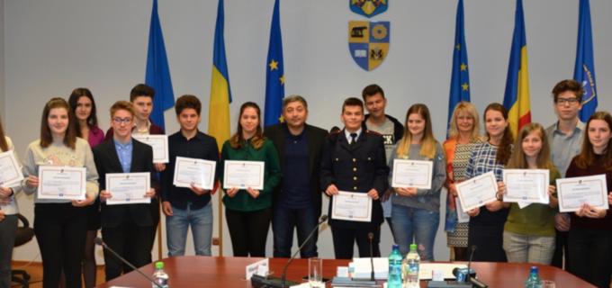 Consiliul Județean a premiat elevii de nota 10 din Turda și Câmpia Turzii