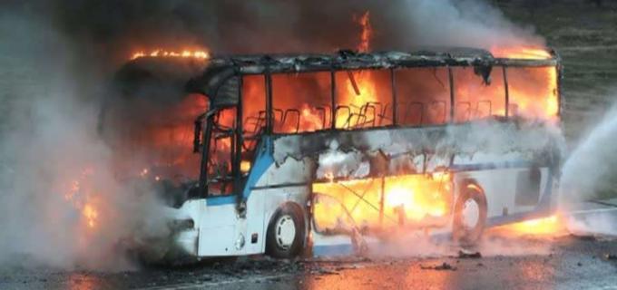 Un autocar a luat foc în timp ce se deplasa pe autostrada A3
