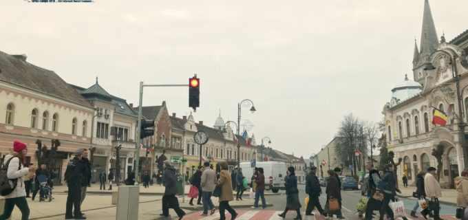 VIDEO: Atenție șoferi și pietoni! În centrul municipiului Turda a fost instalat un semafor la trecerea de pietoni