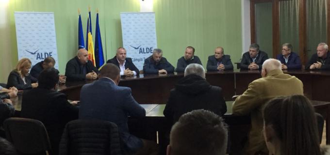 """Ședință de lucru a organizației ALDE Câmpia Turzii. Avram Gal: """"Împreună vom pune baza unui nucleu politic local care va reprezenta o soluție pentru comunitatea pe care o reprezentăm."""""""