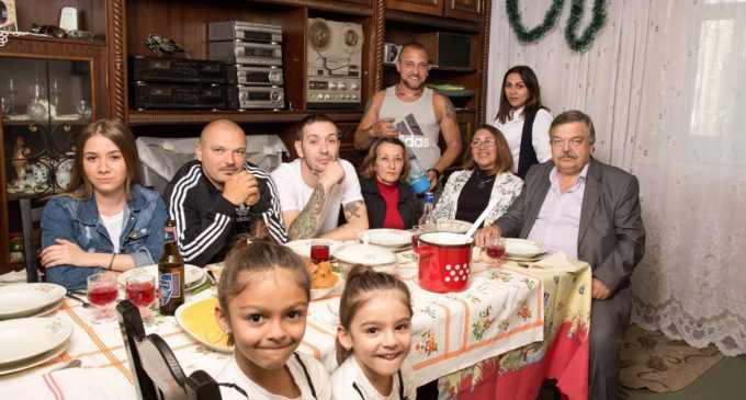 Un club din Cluj a anulat concertul trupei La Familia, după ce membrii trupei au lansat un manifest prin care susțin familia tradițională și credința în Dumnezeu