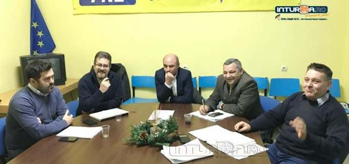 VIDEO-Conferință de presă PNL Turda. Nicolaie Giurgiu: Ne dorim să reprezentăm cât mai bine interesele alegătorilor noștri și să preîntâmpinăm derapajele actualei puteri politice locale