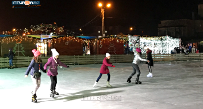 VIDEO: S-a deschis patinoarul de la Câmpia Turzii. Vezi aici programul de funcționare și tarifele