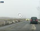VIDEO: Petice de asfalt pe podul de peste râul Arieș