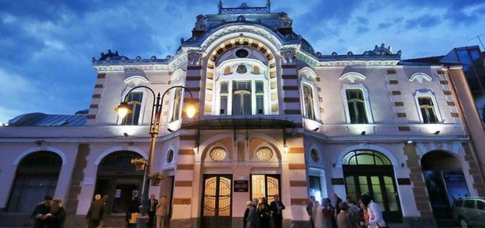 Teatrul Aureliu Manea Turda vă urează Crăciun fericit!