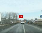 VIDEO: Au fost instalat semaforul de pe podul de la intrarea în Turda, pe DN1