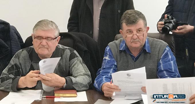 """VIDEO – Consilierul Tot Vasile, nemulțumit de atitudinea primarului:  """"Dumneavoastră veniți și ne sfădiți pe noi, consilierii locali, rugămintea mea este să vă faceți temele!"""""""