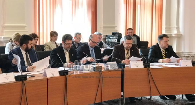 Interpelări ale consilierilor liberali și răspunsuri ale administrației locale