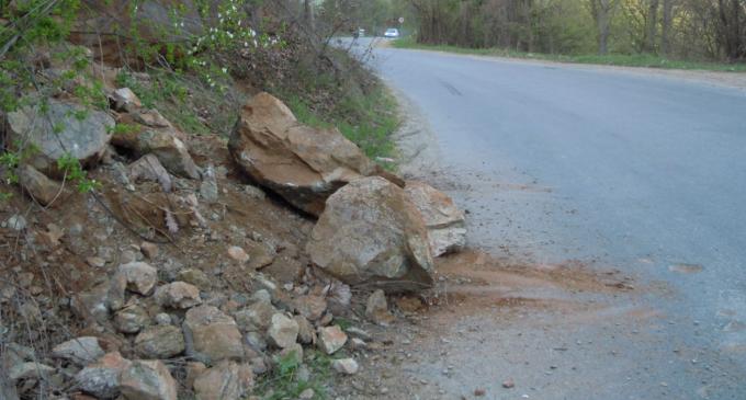 Mai multe sesizări vizând căderi de pietre de pe versanți pe DN1R Someșu Rece – Marișel – Fântânele