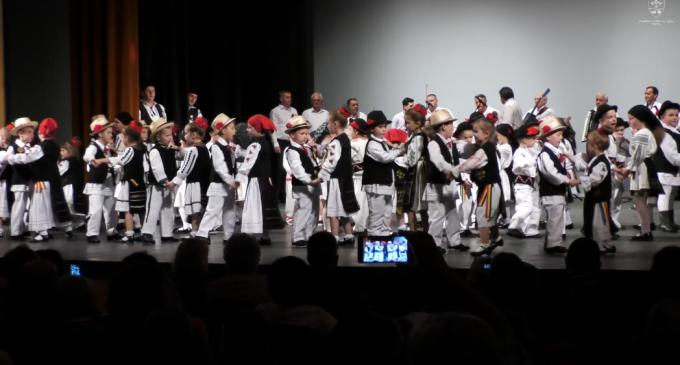 VIDEO: Spectacol aniversar la Turda! Ansamblul folcloric TARINA a împlinit 70 de ani de activitate