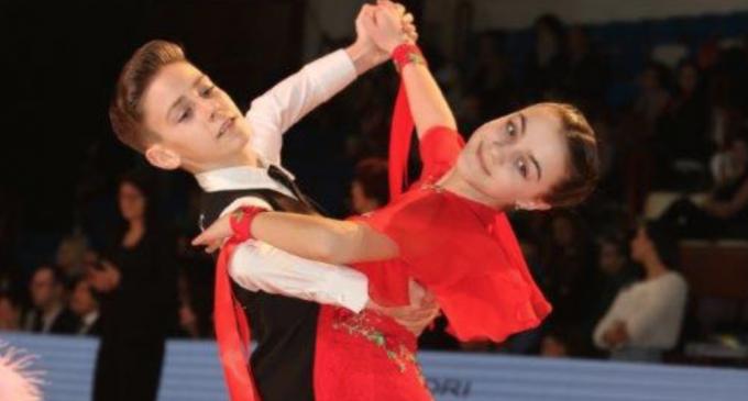 Dansatorii Turdeni s-au întors de la Sebeș cu 12 medalii