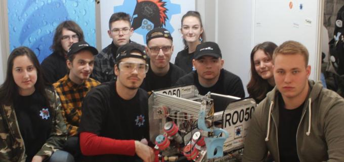 Echipa de robotica CyberPunk din cadrul CNMV Turda își prezintă evolutia de la BRD First Tech Challenge Romania