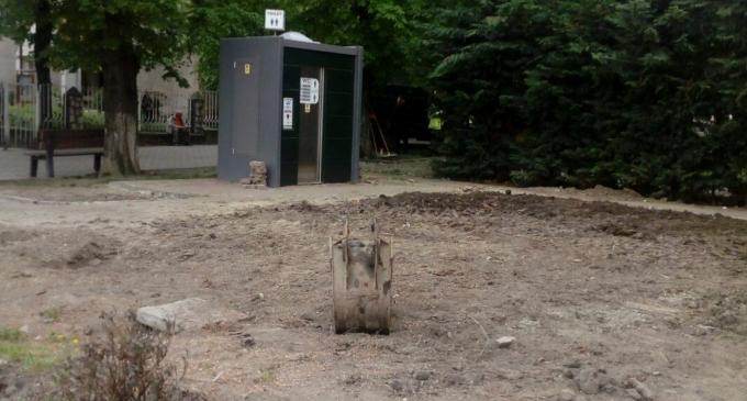 Foto: Vechea toaletă publică din centrul Turzii a fost demolată