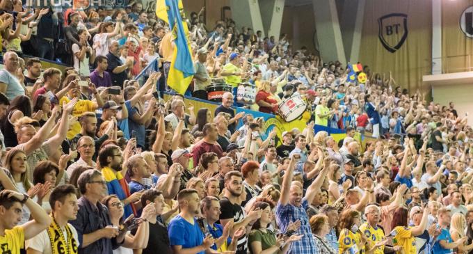 VIDEO: Atmosferă superbă creată de fanii Potaissei Turda în Sala Sporturilor