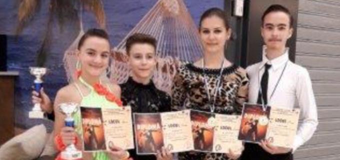 """Dansatorii turdeni au cucerit 8 medalii la Cupa """"Feeling Dance"""" de la Oradea"""