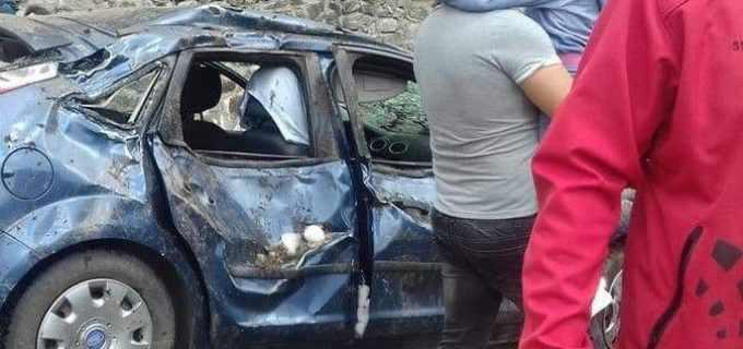 FOTO: Incident pe Transfăgărăşan. O familie a fost aproape de tragedie după ce au intrat pe sectorul închis circulatiei