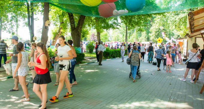 """VIDEO: A început """"Sărbătoarea Copilăriei"""" în Parcul Central din Turda. Vezi aici programul evenimentelor"""