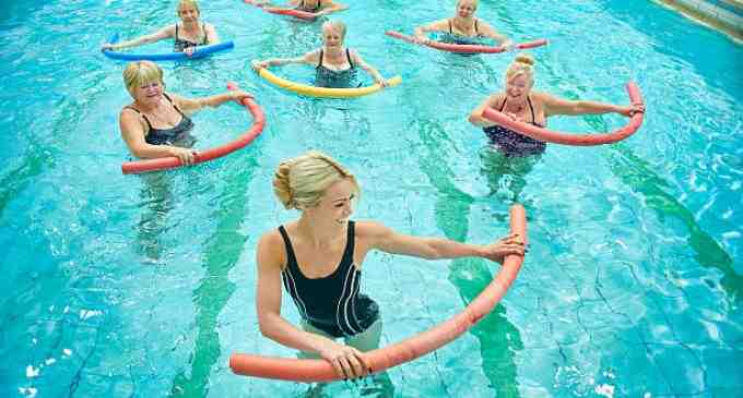 Gimnastica în apă (Aquashape) la Complexul Balnear Potaissa! Vezi aici mai multe detalii: