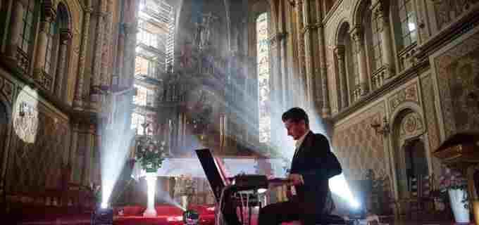 Atmosferă de basm în cea mai recentă producție semnată Daniel Dorobanțu – Unde și cum poți lua parte live la călătoria atemporală
