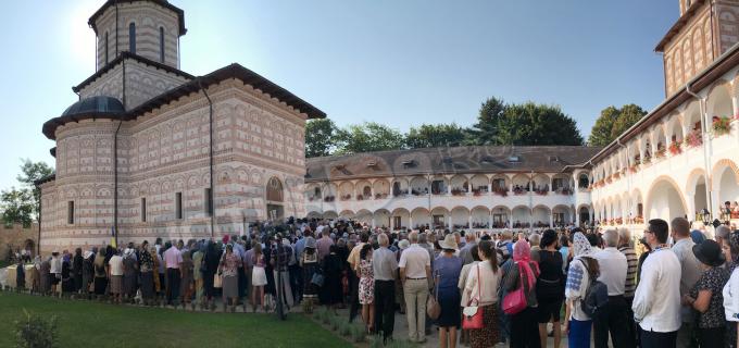 VIDEO: Mii de creștini prezenți la sfințirea Mănăstirii Mihai Vodă din Turda