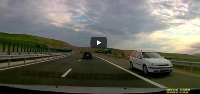 Video: Un şofer merge pe contrasens pe noua autostradă Aiud-Turda