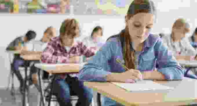 Noul an școlar aduce burse sociale mărite pentru elevii de liceu. A fost majorat și plafonul venitului maxim per membru de familie