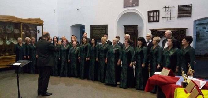 """Corul """"Armonia"""" a concertat la Muzeul Etnografic din Cluj"""