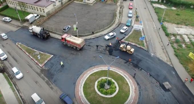 Lucrările de reparație a carosabilului pe strada Ștefan cel Mare se apropie de final!