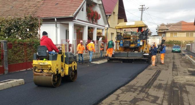 Foto: Lucrările în infrastructură continuă la Câmpia Turzii!