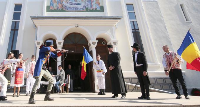VIDEO: Preotul IOAN OPRIȘ, comemorat în cartierul Oprișani