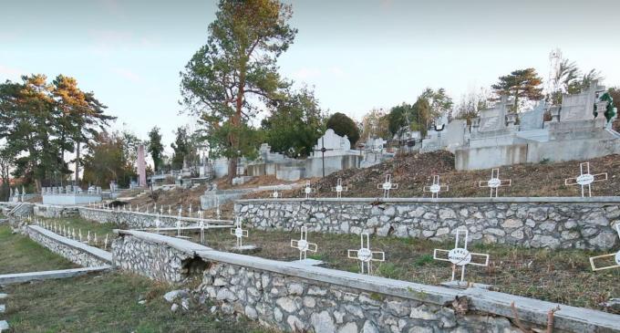 Galerie FOTO: A fost făcută curătenie generală în Cimitirul Eroilor de la Turda