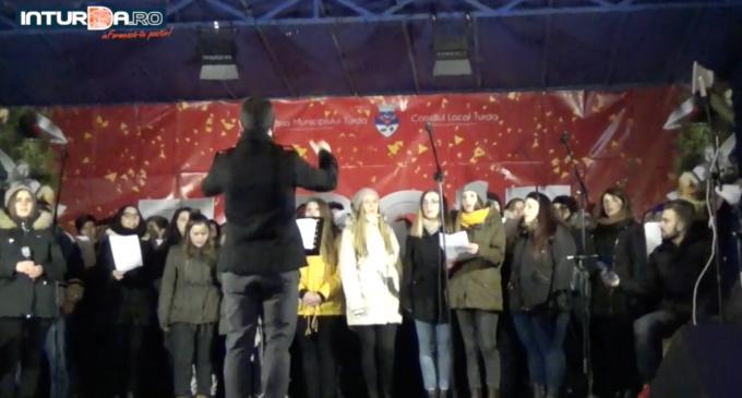 VIDEO: Târgul de Crăciun Turda – Concert tineri Alfa Omega