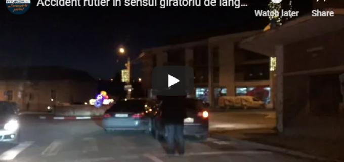 VIDEO: Accident rutier în sensul giratoriu de lângă Teatru