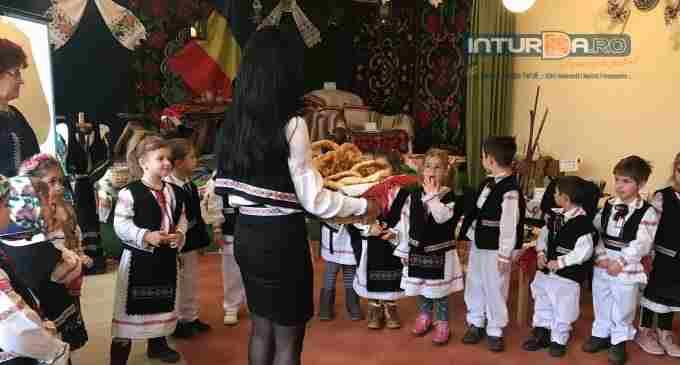 """Finalizare proiect """"100 de zâmbete pentru traditie"""", la Grădinita Sfânta Maria Turda"""