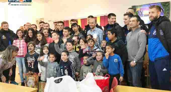 Sportivii și staff-ul AHC Potaissa Turda au adus zâmbetul pe fețele copiilor de la ADĂPOSTUL DE ZI ȘI NOAPTE PENTRU COPII STRĂZII